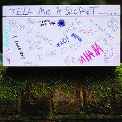 tell-me-a-secret_32867